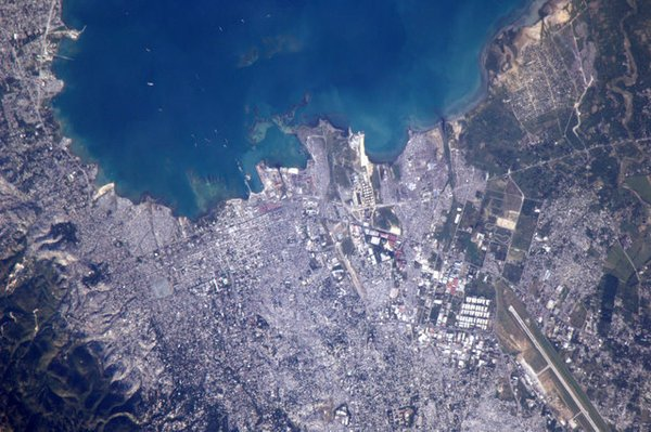 Astronaut Tweets Earth Photos from Space 59759963