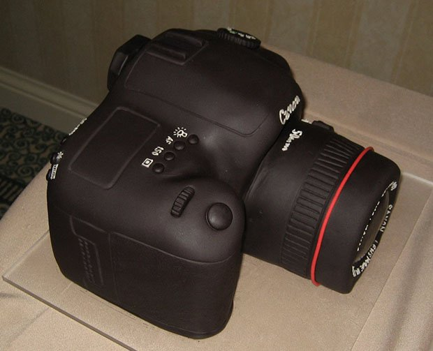 Camera Images For Cake : Canon 5D Mark II Groom s Cake
