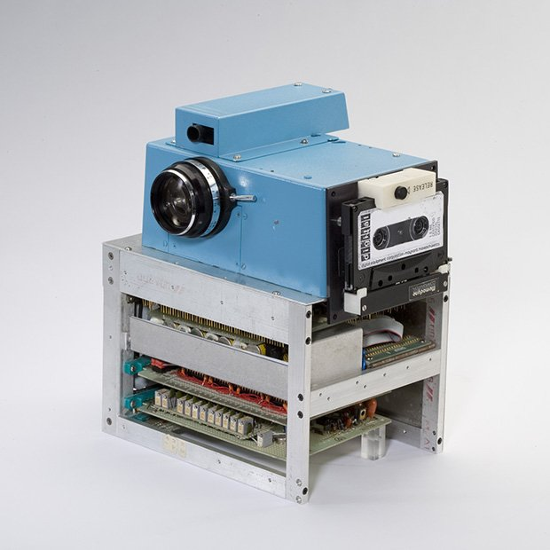 The World's First Digital Camera by Kodak and Steve Sasson