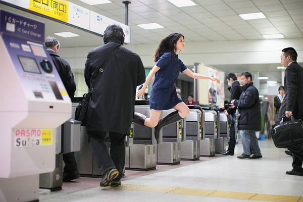 Tokyo Girl Documents Her Adventures in Levitation lev1