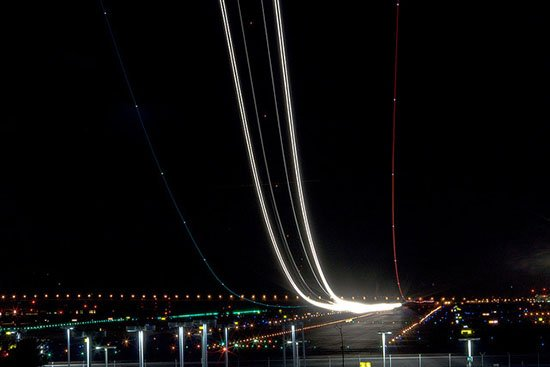 Long Exposure Night Photos of Airplanes Taking Off and Landing airport4