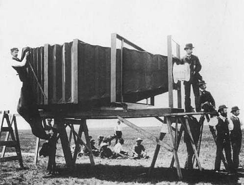 Worlds Largest Camera Back in 1900 largestcamera