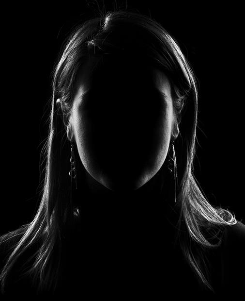Studio Lighting High Key: Faceless Portraits With Low-Key Lighting