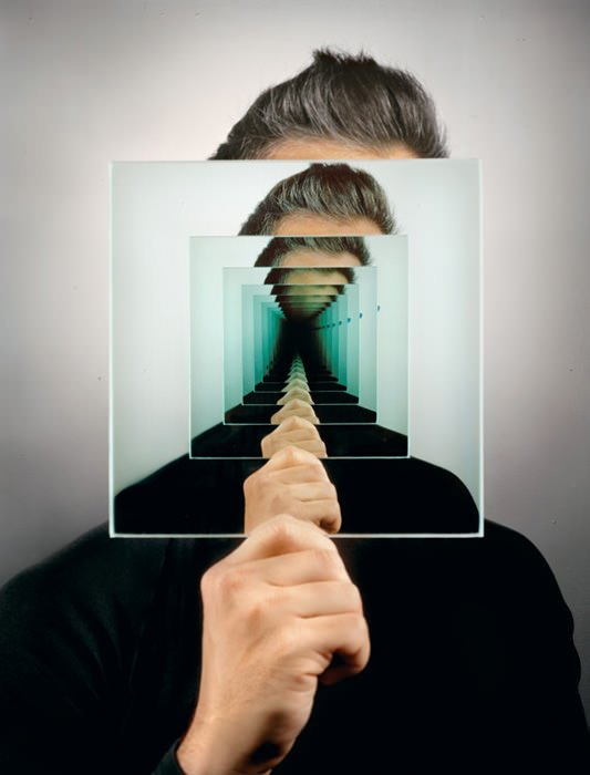 Trippy mirror photo created without the help of photoshop for Image miroir photoshop