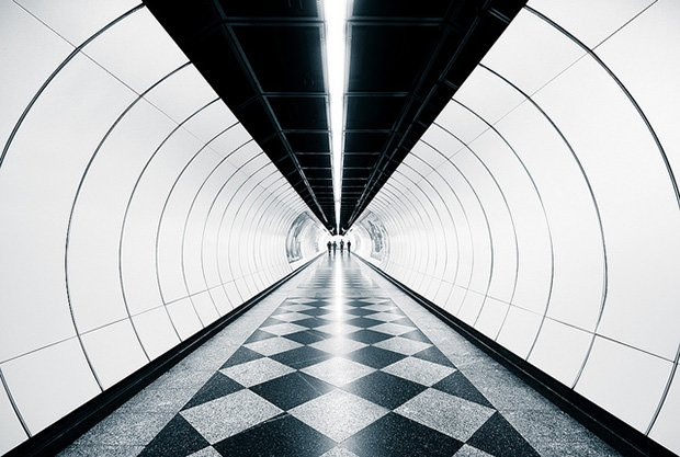 Photos Showing the Lines and Symmetry of Subway Stations subway0 mini