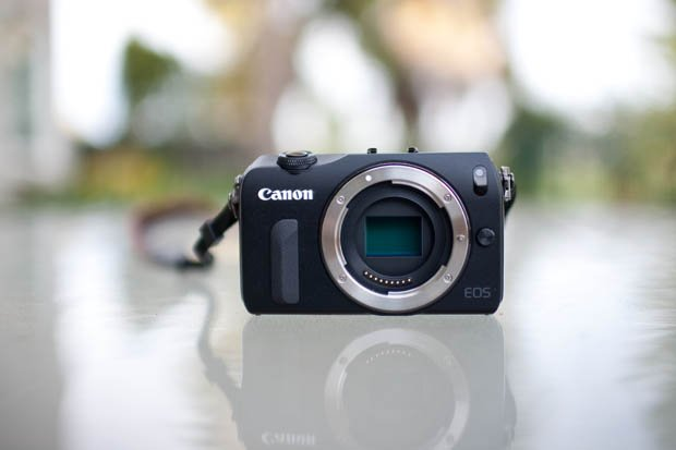 Review: Canon EOS M is Like a Sluggish DSLR Trapped in a Compact Body
