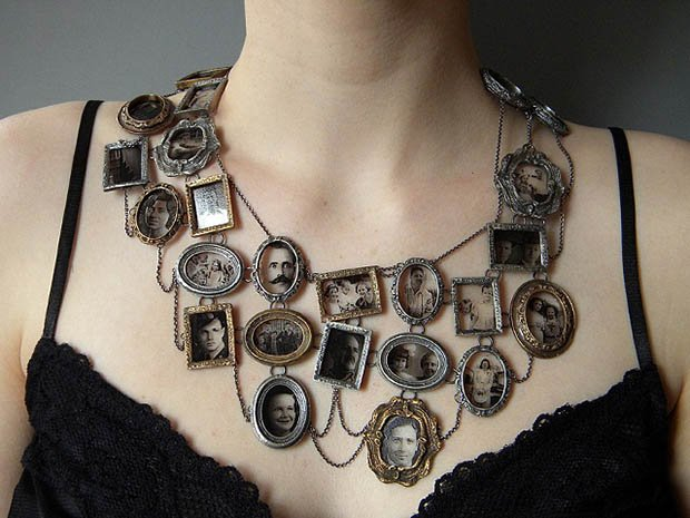 A Necklace That Turns Your Neckline Into a Mini Photo Wall jpeg