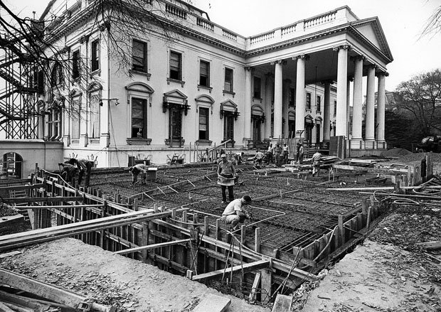 Photos of the White House Gutted During Its Truman Reconstruction WChneG2
