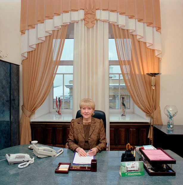 Russia, bureaucracy, Siberia, province Tomsk, 2004. Russia-25/2004 [Tom., LVM (b. 1959)]. Lyudmila Vasilyevna Malkova (b. 1959) is a secretary to the mayor of the city of Tomsk, Tomsk province. She and her colleague take turns, working every other day, seven days a week, at least 12 hours a day. Monthly salary: 10,500 rubles (US$ 375, euro 285).
