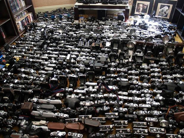 Massive 1 000 Piece Camera Collection Being Auctioned On Ebay