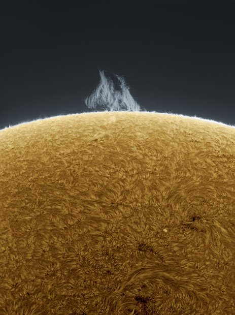 Photographer Captures Detailed Photos of the Sun From His Backyard sunphotos 10