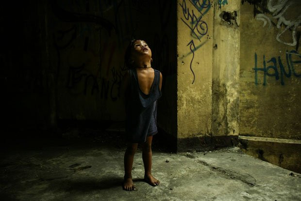 "Photographs of the Poor Filipino Children of ""Smokey Mountain"" in Manila"