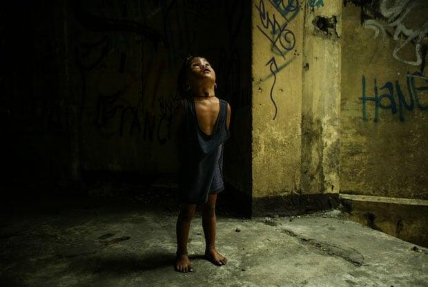 Photographs of the Poor Filipino Children of Smokey Mountain in Manila manilapoverty 4