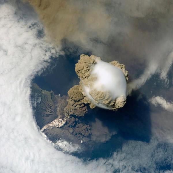 spacevolcano1