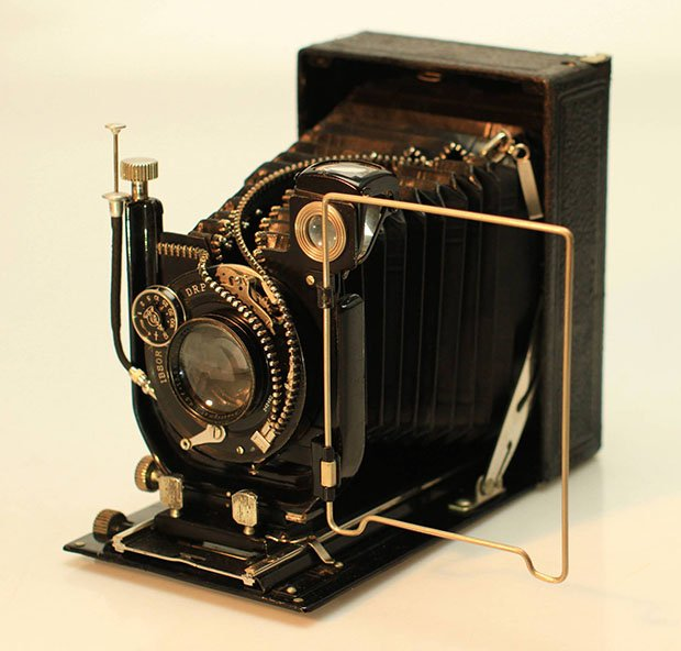 Artist Unzips Vintage Cameras to Reveal Their Inner Beauty