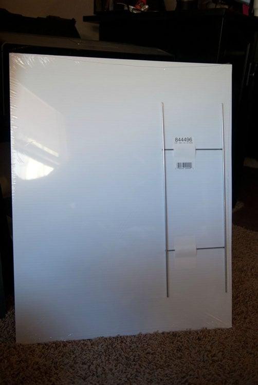 A white plastic board