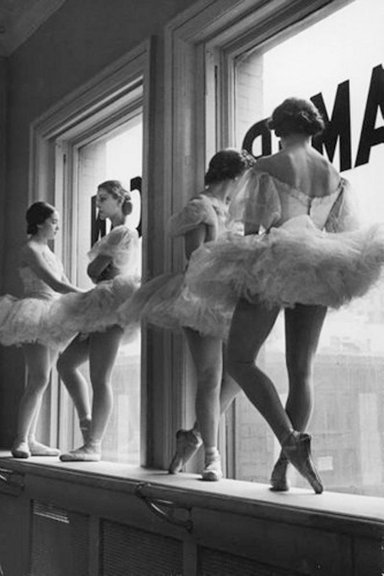 The Great Compositions of Photographer Alfred Eisenstaedt Ballerinas Diagonal