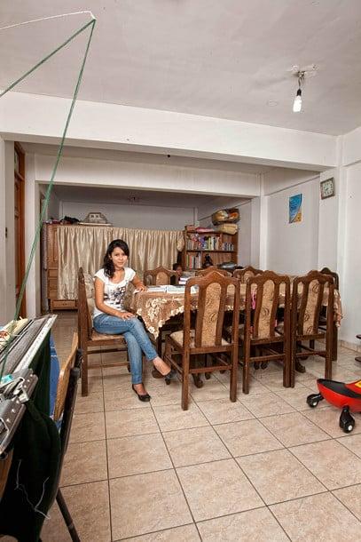 Evelin Esther Veliz Escobar from Cochabamba, Bolivia