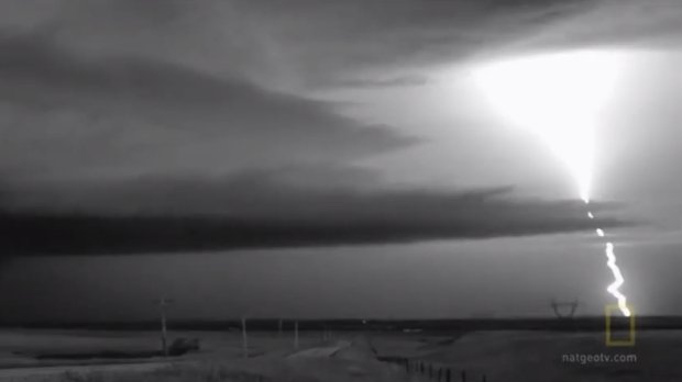 Incredible High Speed Video of Lightning Captured at 11,000 Frames Per Second