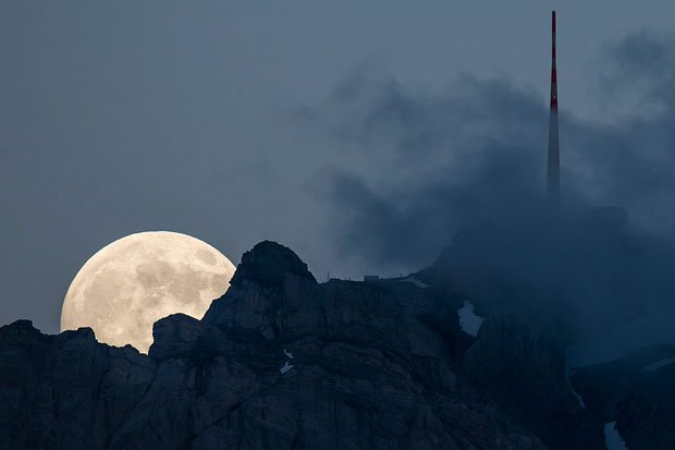 Gorgeous Photographs of the Supermoon Rising Above a Swiss Peak