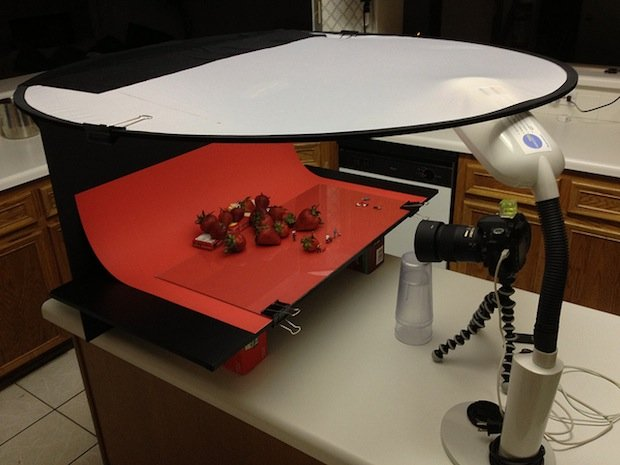 Tabletop Photographer Puts His Toys to Good Use in Funny Miniature Scenes tabletopsetup1