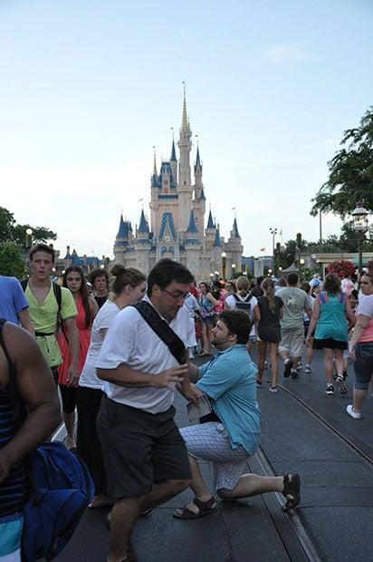 Man Photobombs Disney World Proposal Gets Turned Into An Internet Meme
