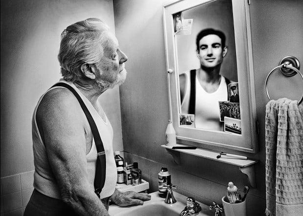 Ο καθρέφτης που σε δείχνει νεότερο