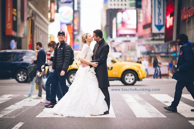Actor Zach Braff Photobombs NY Wedding Photog's Photo Shoot, Photo Goes Viral