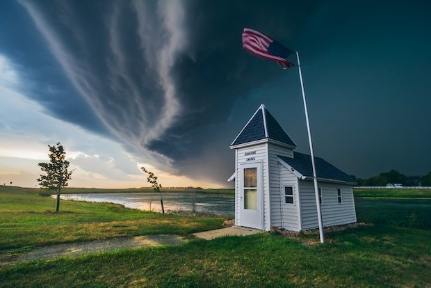 The Jaw-Dropping Photography of Storm Chaser Mike Hollingshead