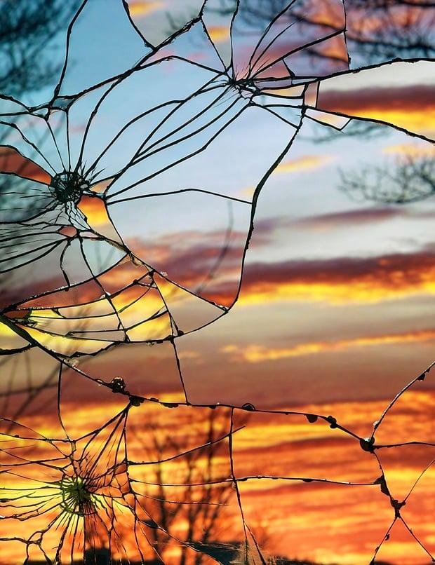 Broken Mirror/Evening Sky: Unique Sunset Photos Shot Through Shattered Mirrors