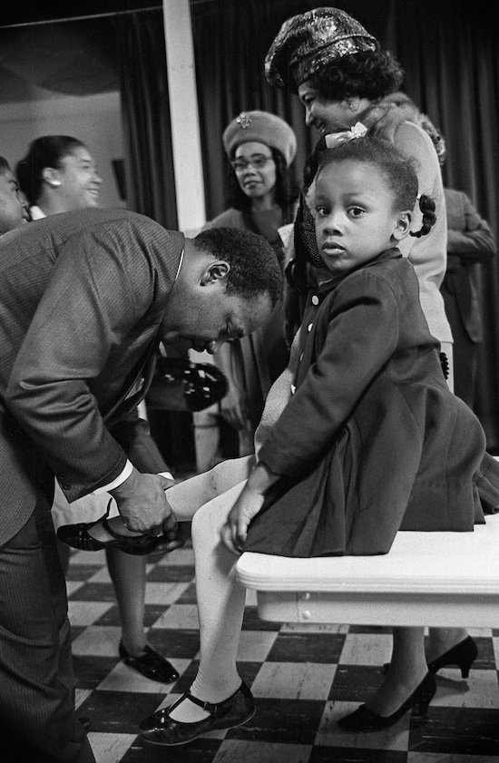 Dr. Martin Luther King, Jr. with his daughter Bonnie at Ebenezer Baptist Church. Atlanta, Georgia, February 1968. © Benedict J. Fernandez