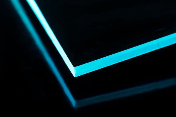 Laser cut edges add a clean, sharp refraction to each blade.