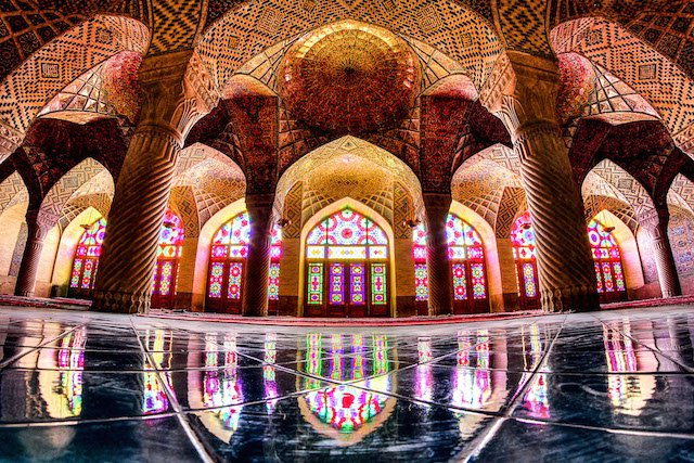 Beauty and Symmetry Collide in Stunning Photographs of Mosque Architecture