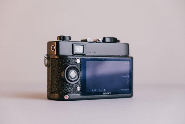 14-camera-back