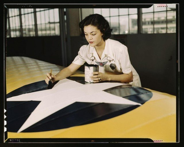 Fantastic Vintage Photos of Women at Work During WWII