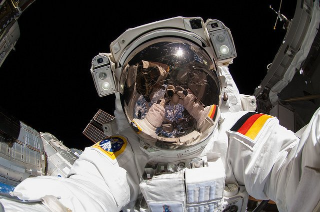 ISS Astronauts Take the Nikon D2Xs on a Spacewalk, Snap ...
