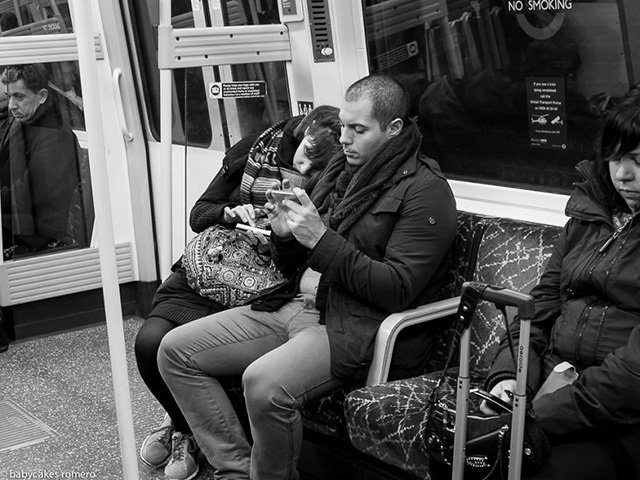 Street Photographs that Show How the Rise of Smartphones Means the Death of Conversation