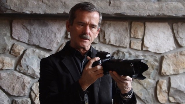 Chris Hadfield Explains How Zero Gravity Makes it Possible to Take Sharp, Hand-Held Long Exposures