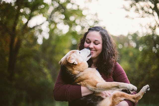 Photographer Says Goodbye to Her Dog of 16 Years with a Touching Portrait Shoot