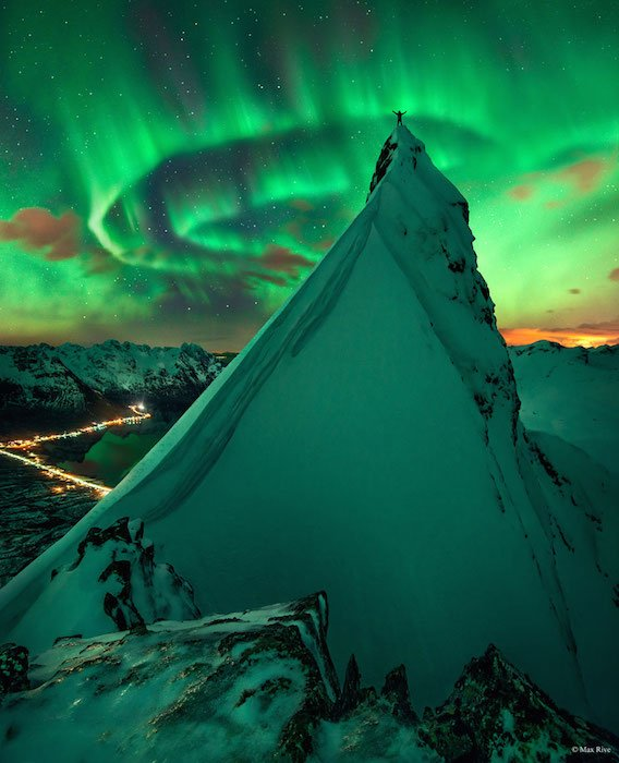 The Story Behind this Incredible Mountaintop Northern Lights Photograph