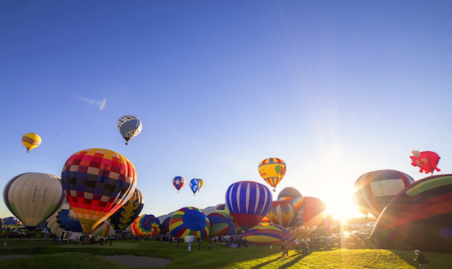 Immersive Hot Air Balloon Fiesta Time-Lapse Puts You in the Middle of the Action