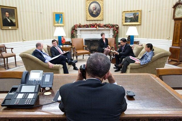 President Barack Obama talks with President Raúl Castro of Cuba from the Oval Office, Dec. 16, 2014.