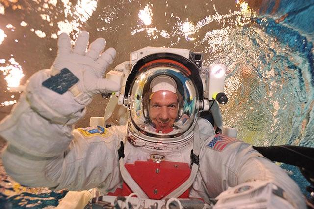 Alexander_Gerst_in_spacewalk_training