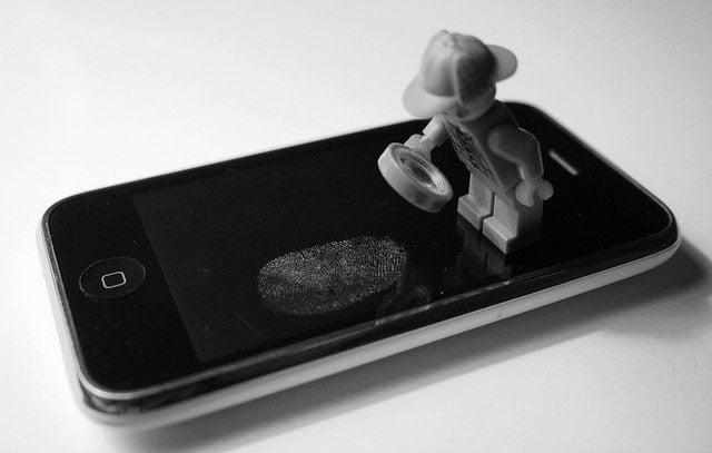 Hackers Find that Fingerprints Can Be Stolen Through Public Photos