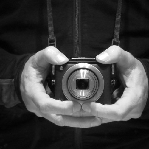 Canon PowerShot N Transformed Into a Waist-Level Rolleiflex-style Camera