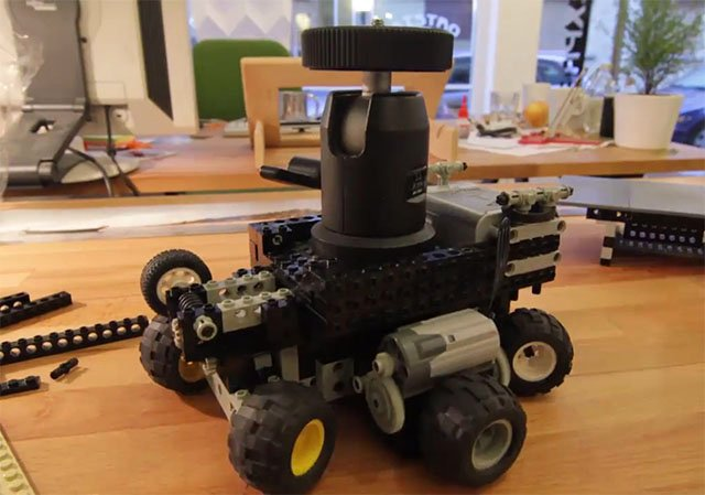 How to Build a Camera Dolly Out of LEGO Pieces