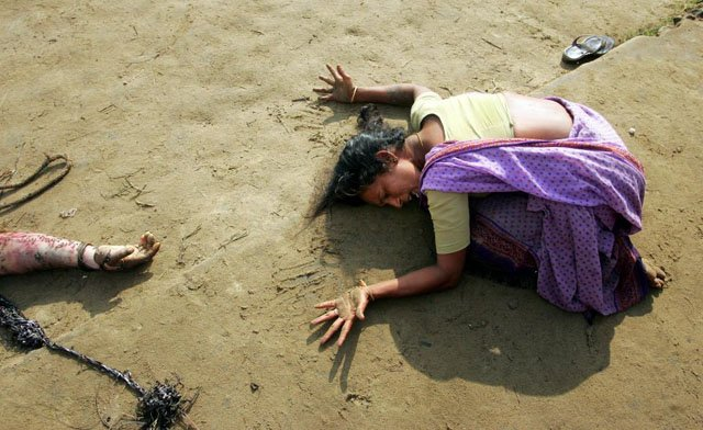 An Indian woman mourns the death of her relative who was killed in the tsunami in Cuddalore, south of the southern Indian city of Madras, December 28, 2004. Arko Datta.
