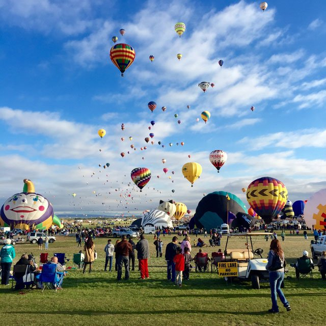 Shot by Ahmed A. in Albuquerque, NM. When photographing an appartment landscape, centering on foreground elements — just like the partly inflated balloons within photo — assists produce higher level of area.