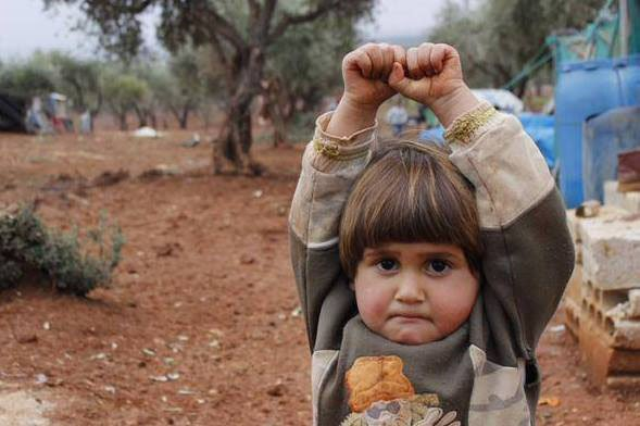 Photo of a Syrian Girl Surrendering to the Camera Breaks the Internet's Heart