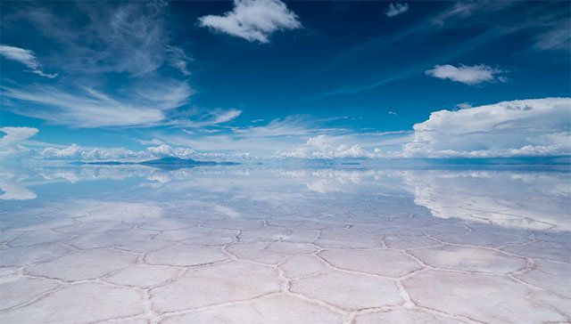 A Time-Lapse of the World's Largest Salt Flat, Where the Earth Reflects the Sky